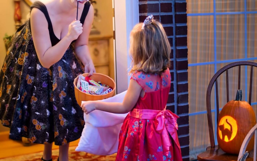 5 Tips for Moms to Save on Costumes This Halloween